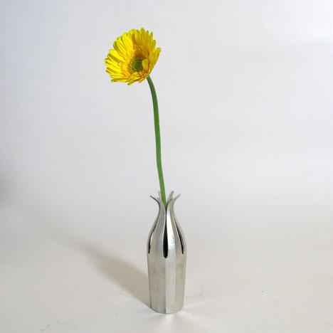suzu-hana_tin_flower_vase_tatsuo_kuroda_2b